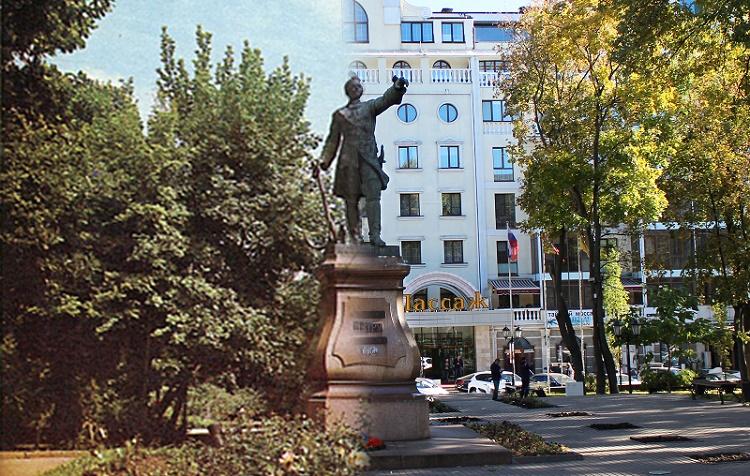 Памятник Петру Первому в Петровском сквере 1985-2015