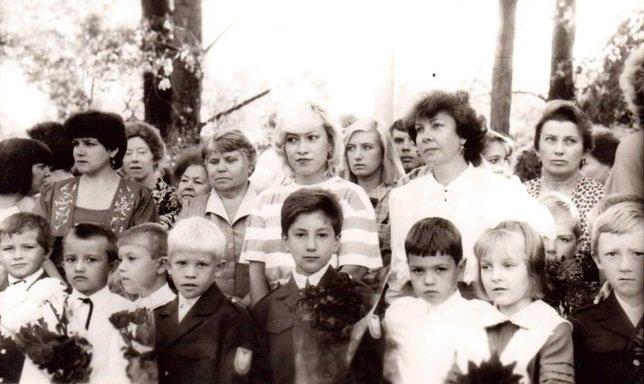 На фото Сергей - в центре