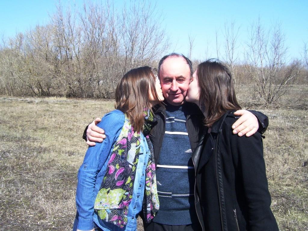 На этом фото мы с сестрой и папой