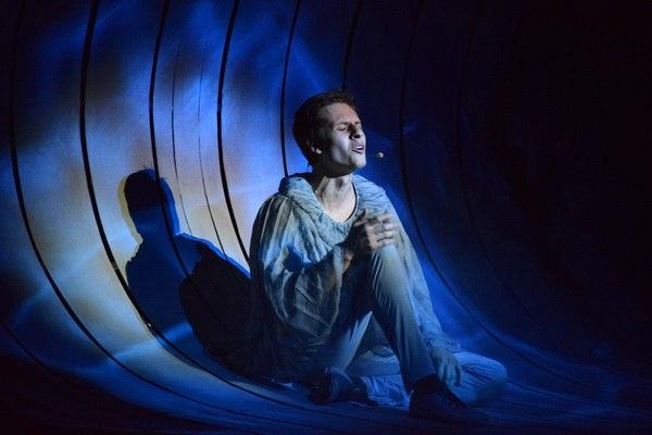 Фото с сайта Воронежского драматического театра - спектакль «Море»