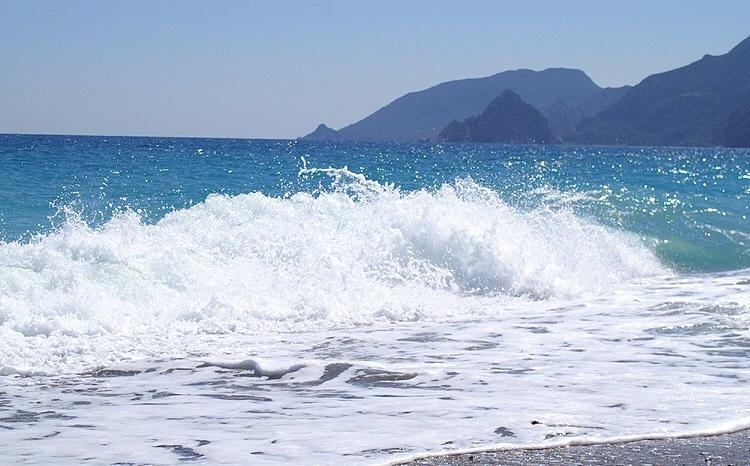 Море в Крыму действительно чистое, и это серьезный аргумент в его копилку