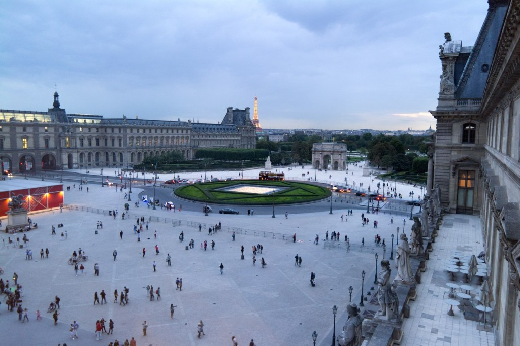 Вид из окна в Лувре. Фото Александры Грицаевой