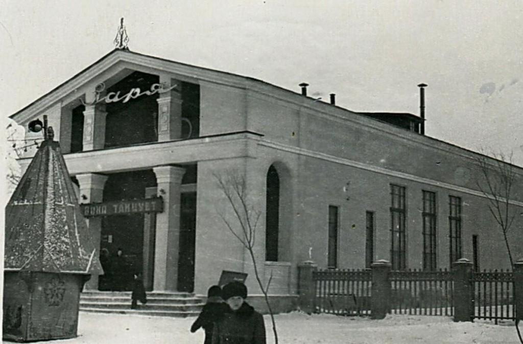 Кинотеатр Заря (ленинский пр-т, 106) был построен в Воронеже в 1956 году. Ныне не действует