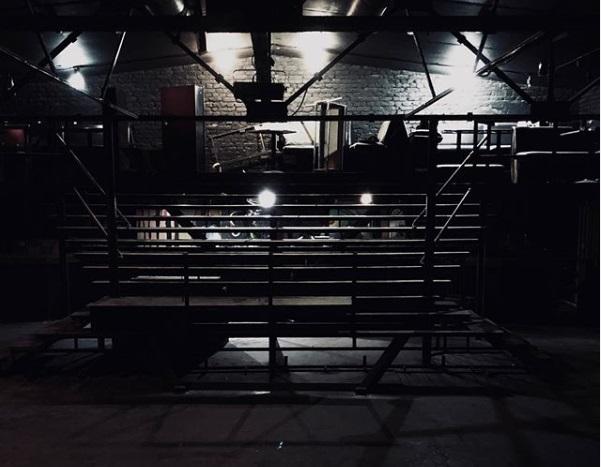 Знаменитый танцпол и лестница-трибуна третьего этажа, на которых побывали тысячи воронежцев